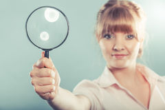 Woman holding magnifying glass Royalty Free Stock Photography