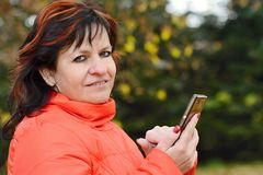 Woman holding the mobile phone Royalty Free Stock Image