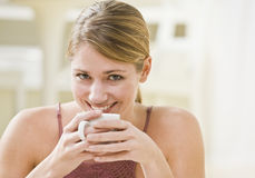 Woman Holding Mug Royalty Free Stock Photography