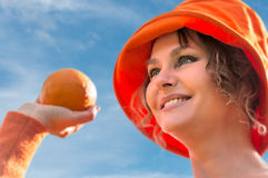Woman holding  the  oranges. Woman in orange hat  holding the  oranges Royalty Free Stock Photos