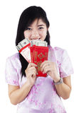Woman holding red packet gift Royalty Free Stock Photos