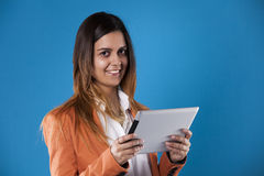 Woman holding a tablet Royalty Free Stock Photography
