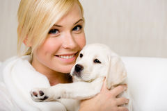 Woman holds a Labrador puppy Royalty Free Stock Images
