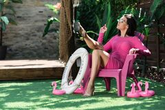 Free Woman In Dress And Sunglasses Posing And Sitting On Chair Outside Royalty Free Stock Photos - 188792478