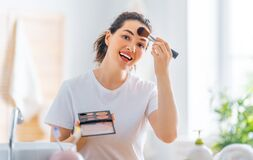 Free Woman Is Doing Makeup Royalty Free Stock Images - 217246959