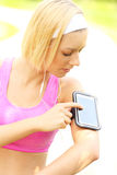 Woman jogging with smartphone Royalty Free Stock Photos