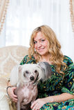 Woman keeping Chinese crested dog Royalty Free Stock Photos