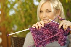 Woman knitting outdoor Royalty Free Stock Photography