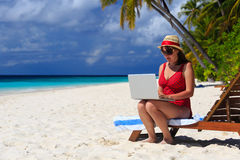 Woman with laptop on beach vacation Royalty Free Stock Photography