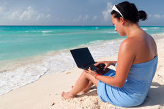 Woman with laptop at the Caribbean sea Royalty Free Stock Photography