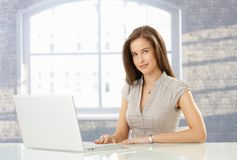 Woman with laptop computer Royalty Free Stock Photography
