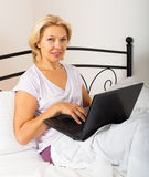 Woman with laptop laying Royalty Free Stock Photos