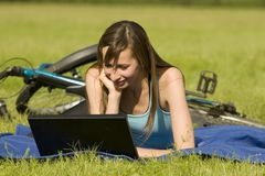 Woman with laptop outdoor Royalty Free Stock Photos