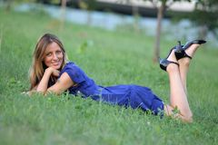 WOMAN LAYING ON THE GRASS Royalty Free Stock Photography