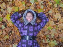 Woman laying in leaves happy. Royalty Free Stock Photos