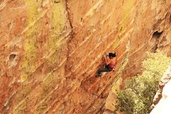 Free Woman Lead Rock Climbing A Hoodoo In Arizona Royalty Free Stock Photos - 102189498