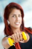 Woman lifting a free-weight Royalty Free Stock Photography