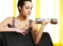 Woman lifting free weights Royalty Free Stock Photos