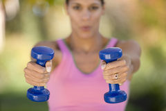 Woman lifting weights Royalty Free Stock Photography