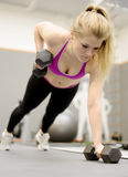 Woman lifting weights in gym Stock Photography