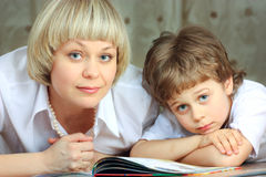 Woman and little boy reading book Royalty Free Stock Photography