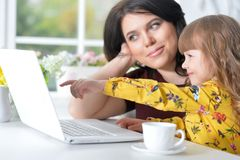 Woman and little girl using   laptop Royalty Free Stock Photography