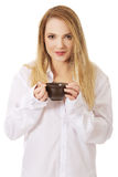 Woman in long sleeve shirt drinking coffee. Royalty Free Stock Photos