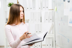 Woman looking at business charts Royalty Free Stock Photos