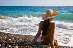 A woman is looking to the sea Stock Photography