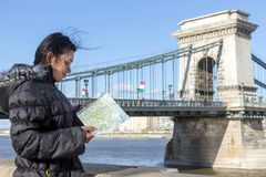 Tourist looks to city map, Budapest Royalty Free Stock Images