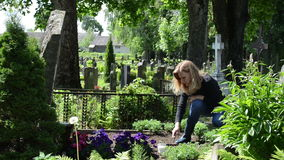 Woman loosen grave ground Stock Photography
