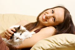 Woman lying on the sofa with her cat Royalty Free Stock Photo