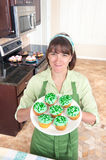Woman making cupcakes Royalty Free Stock Photos