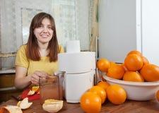 Woman making fresh orange juice Royalty Free Stock Photography