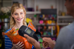 Woman making payment with her credit card to florist Royalty Free Stock Photos