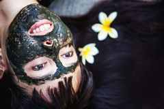Woman makng black clay mask Royalty Free Stock Photography