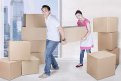 Woman and man carry box in new apartment Royalty Free Stock Photos