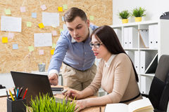 Woman and man discussing project Royalty Free Stock Photography