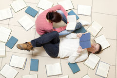 Woman and man reading book Royalty Free Stock Image