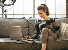Woman with modern dslr photo camera using laptop Royalty Free Stock Photos