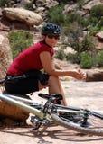 Woman mountain biker. Taking a rest, Moab, UT Stock Photography