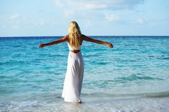 Woman on the ocean coast Royalty Free Stock Photos