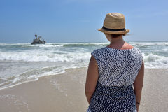 Woman on the ocean coast Royalty Free Stock Photography