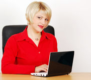Woman in office with laptop Royalty Free Stock Photography