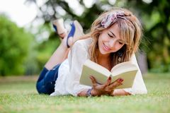 Woman outdoors reading Royalty Free Stock Photos