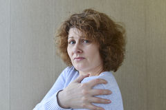 Woman with pain in his shoulder Royalty Free Stock Photos
