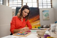 Woman painting a sketch Royalty Free Stock Photography