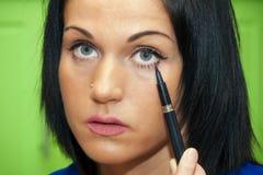 Free Woman Paints Her Eyelashes Royalty Free Stock Image - 30794666