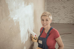 Woman paints the wall Royalty Free Stock Photos