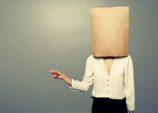 Woman with paper bag is pointing Royalty Free Stock Photos